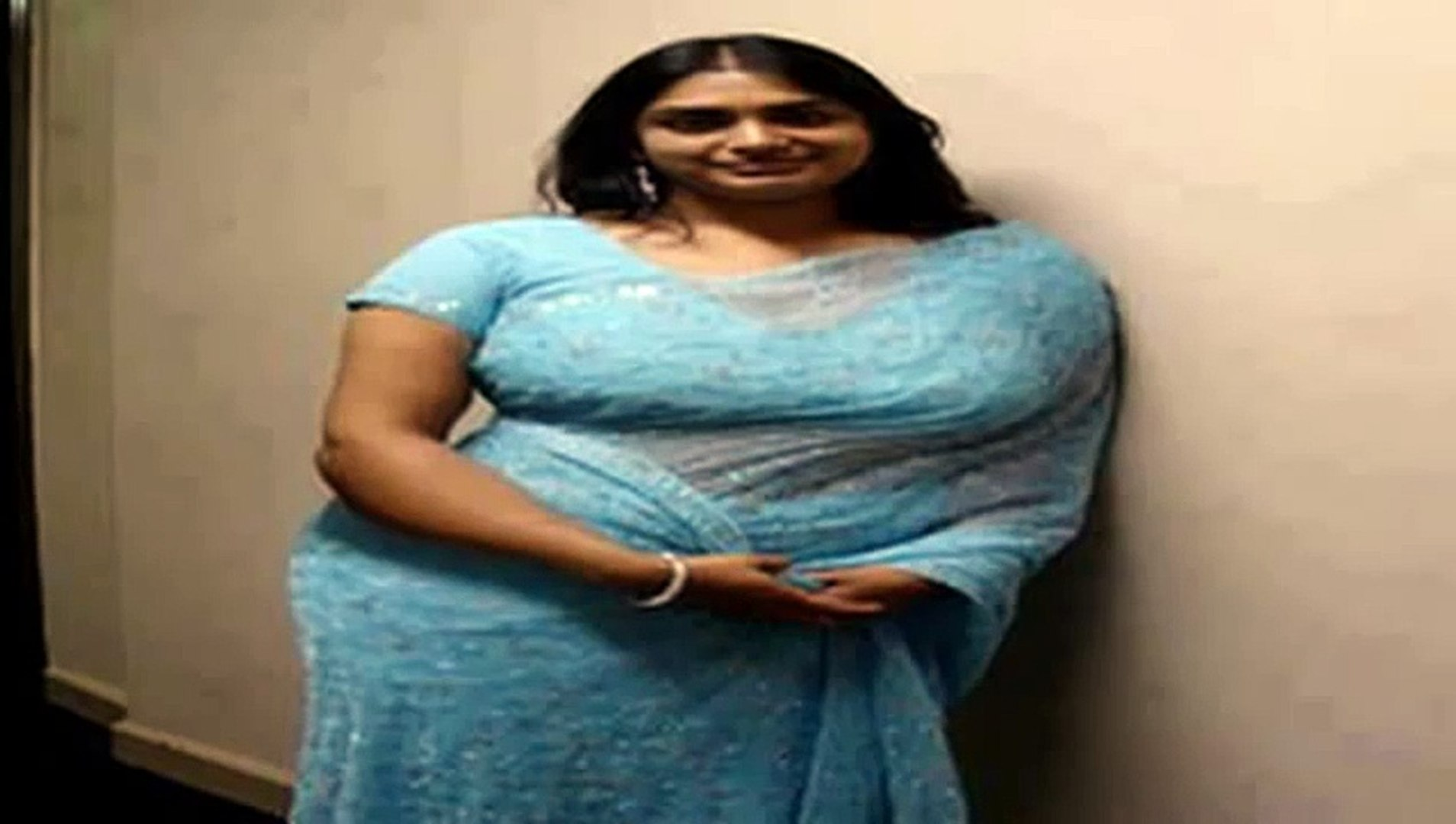 Mallu Aunty Enjoying Night Phone Call New Kambi Talk Malayalam