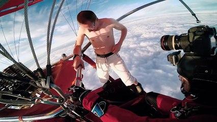 Cet homme saute d'une montgolfière sans avoir de parachute
