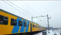 Lichtshow bij schoonschrapen bovenleiding door treinen - RTV Noord
