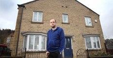 İngiltere'de 35 Kişilik Çete, Adama Saldırdı