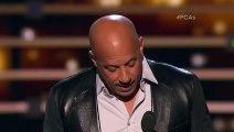 Vin Diesel chante en hommage à Paul Walker aux People's Choice Awards