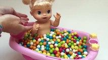 Bébé Poupée Baby Alive BathTime Boules de Gomme salle de Bain avec Surprise Jouets Bébés Jouet Vidéos