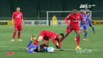 Un gardien vietnamien arrête un penalty et marque contre son camp 17 secondes plus tard