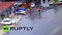 Mulheres armadas com fuzis abrem fogo contra a polícia e se abrigam em prédio do governo turco em Istambul