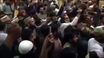 Pervaiz-Rasheed-hit-by-a-shoe-at-Karachi-Airport-Complete-Clear-Video-Footage
