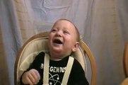 Bebe care rade Baby laugh a lot, Baby lachen lustig, rire de bébé, risa de bebé, بيبي يضحك