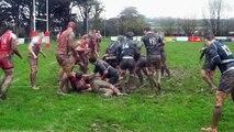 Un rugbyman célèbre son essai alors qu'il a aplatit 1 mètre avant la ligne - Rugby