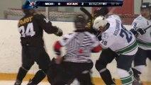 Rusya'da buz hokeyi maçında büyük kavga