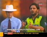 Shahid Afridi's great over to Sehwag - Takes his wicket at the end. Rare cricket video
