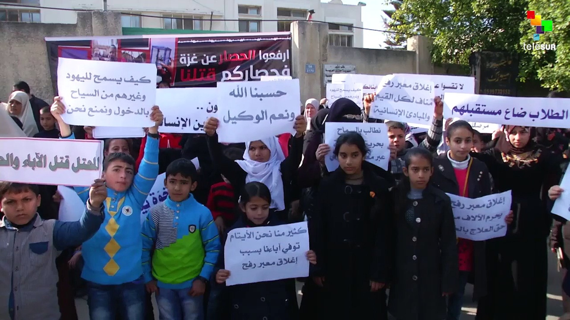 Gazan Orphans Demand Egypt Open Rafah Border