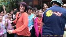 Danse avec les étudiants de l'école  Luong The Vinh Hanoi à Mai Chau | Voyage Vietnam