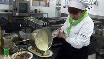 """La escuela de hostelería del IES Valle de Aller acogió la final del concurso gastronómico """"Los nabos na cocina"""""""