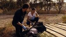 Héctor y Lola encuentran el cuerpo de Ainhoa Mar de Plástico