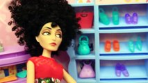 BARBIES FUNNY SHOE PROBLEMS! Frozen Prince Hans & Barbie Shop at Mall Doll Parody DisneyC