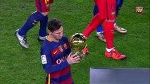 Lionel Messi présente le Ballon d'Or aux supporters du Barça