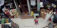 VIDEO. Etats-Unis: Elle apprend à sa fille à voler des bouteilles d'alcool