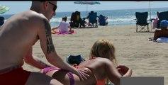 Kızları Kandırıp Masaj Yapıyor - Bikinili Kızlar - Güzel Kızlar - Sexy K