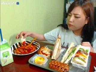 터민 파리바게트 샌드위치+빵+떡볶이 먹방
