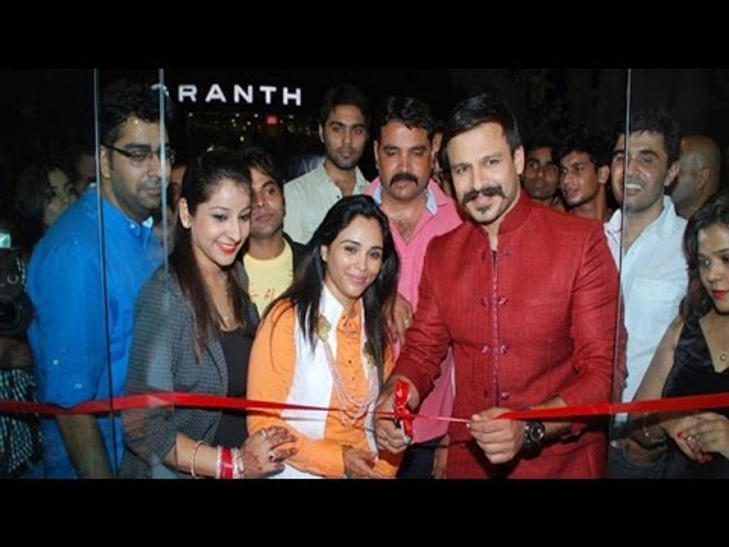 Vivek Oberoi Inaugurates Kirti Rathore S Designer Menswear Studio Latest Bollywood News Video Dailymotion