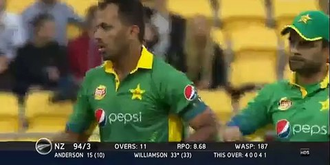 watch Wahab Riaz takes the important wicket of Williamson