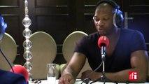 Singuila au micro de Claudy Siar à Brazzaville