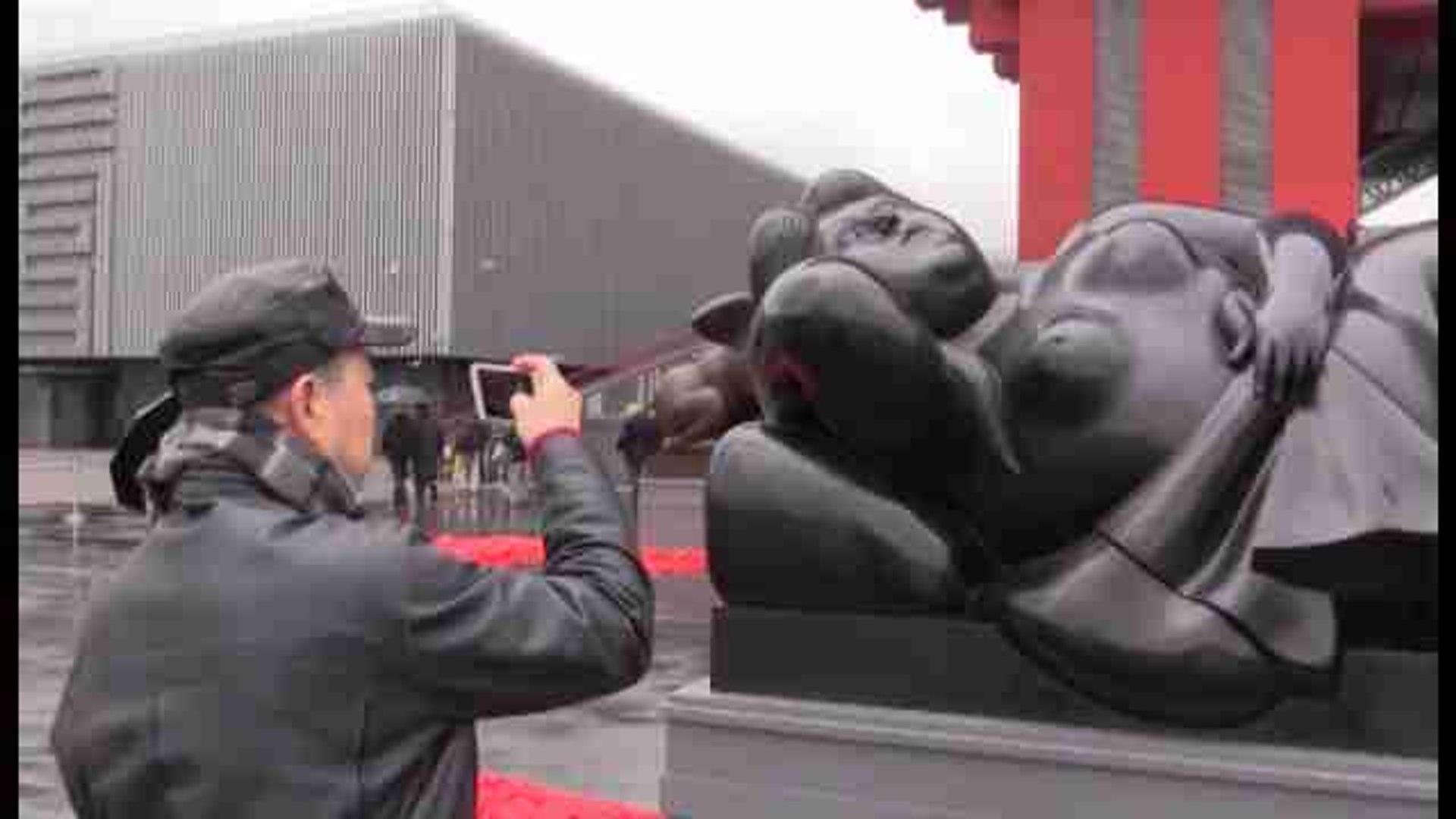 Botero abre su primera muestra con escultura monumental en China