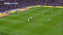 Combinación entre Benzema y Cristiano Ronaldo que acaba disparando fuera