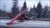 Moskova'da uçak otobana acil iniş yaptı