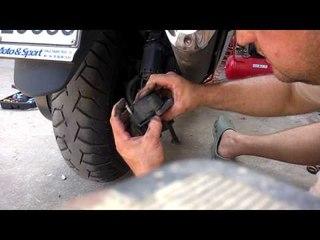 guida: come sostituire le pastiglie dei freni posteriori allo scooter honda sw-t