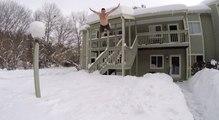 Snow Challenge : ils plongent dans la neige en maillot de bain après la tempête Jonas aux USA