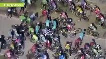 Ciclista perdió el control y más de 30 ciclistas caen detrás de él