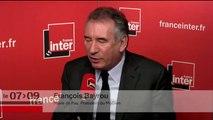 """François Bayrou prend le pari avec Patrick Cohen : """"Le code du travail fait 2000 pages et 2kg !"""""""