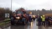 Les agriculteurs bloquent la RN 24