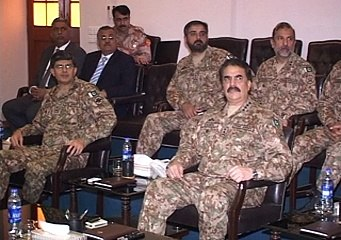 COAS being briefed at Corps HQ Karachi about ongoing Karachi operation