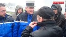 Auray. Echange entre le colonel Ropars et les manifestants