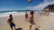 Un chien surdoué de la balle jongle avec des brésiliens