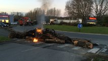 Crise agricole. Le rond-point de Kerhollo à Saint-Agathon bloqué