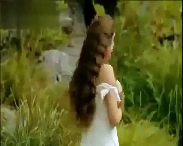 Bakire Prenses Çıplak Yüzüyor