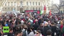 """""""Colère rouge"""" à Marseille contre le rejet de déchets toxiques dans le Parc national des Calanques"""