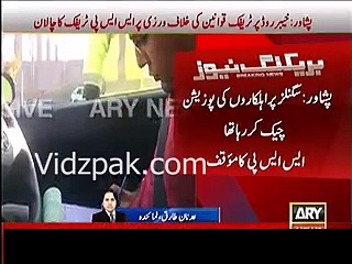 SSP Traffic in Peshawar fined by traffic warden for violating traffic signal