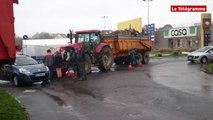 Quimper. Les accès au supermarché Carrefour bloqués par les agriculteurs