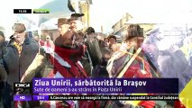 Ziua Unirii Principatelor a fost sărbătorită şi la Braşov. Sute de oameni s-au adunat în Piaţa Unirii si s-au prins în hora Unirii.
