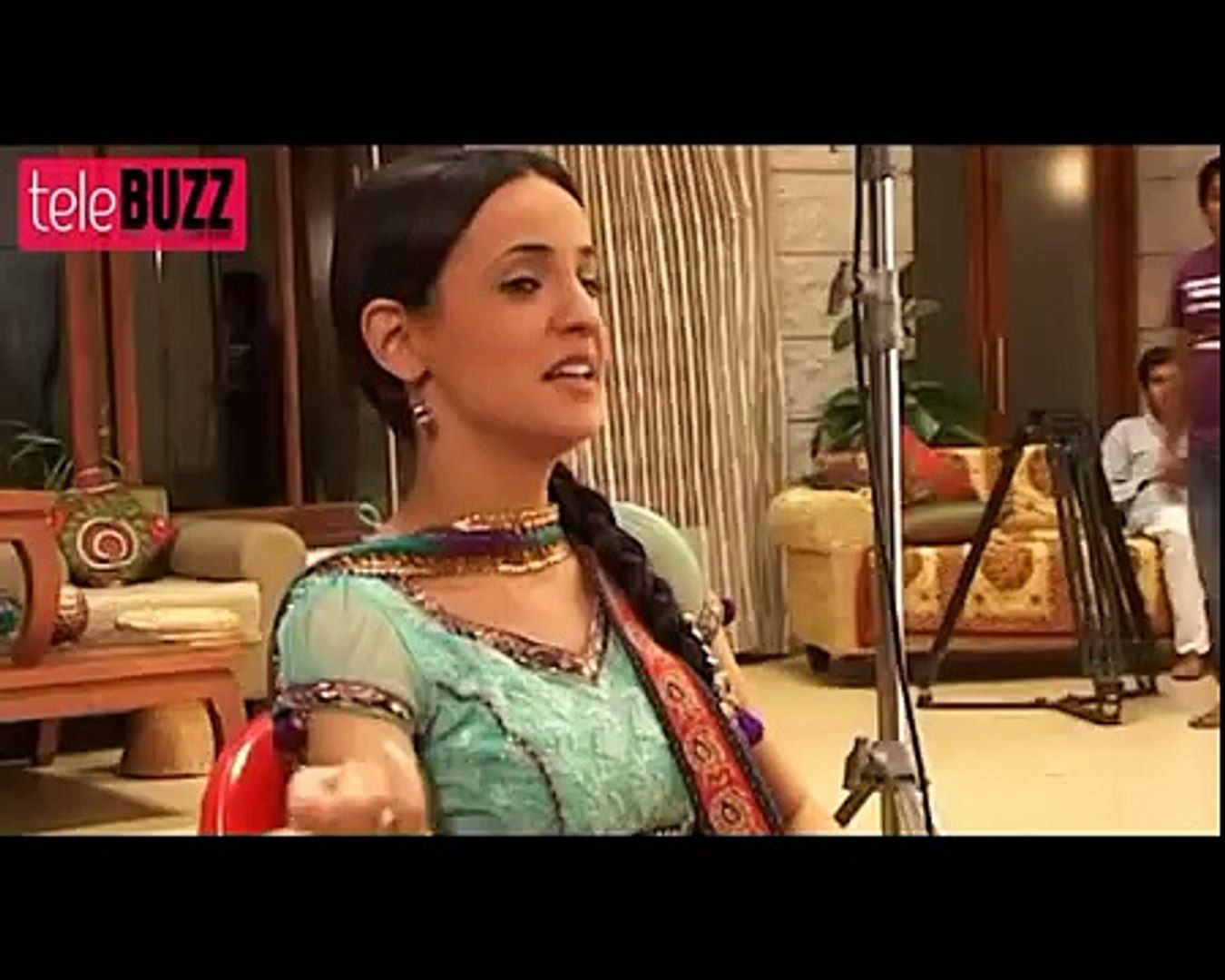 Khushi aka Sanaya Irani EXCLUSIVE EXAMPLE on SETS of Iss Pyaar Ko Kya Naam Doon 30th July 2012