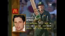 19 years old Shahid Afridi's cool reply with his bat to Glenn McGrath after being hit in head