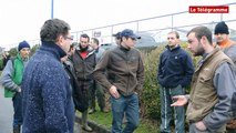 Plouhinec (29). Grosse action matinale des agriculteurs
