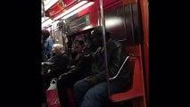 Музыкант в метро Нью-Йорка•Musicians in metro train!