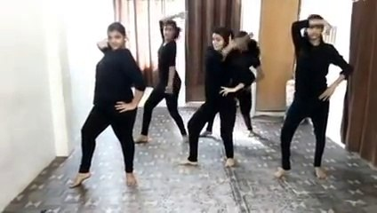 beautiful dance by girls on manali trance & desi look songs ..superb