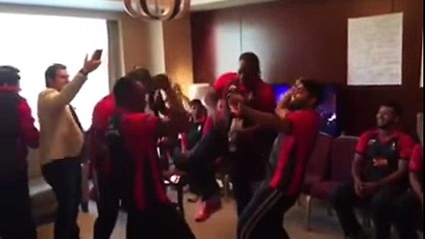 PSL 2016- Chris Gayle Dances on Lahore Qalandar Song with Azhar Ali -