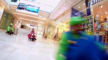 Course de karting en mode Mario Kart dans un centre commercial! Mario Kart FlashMob