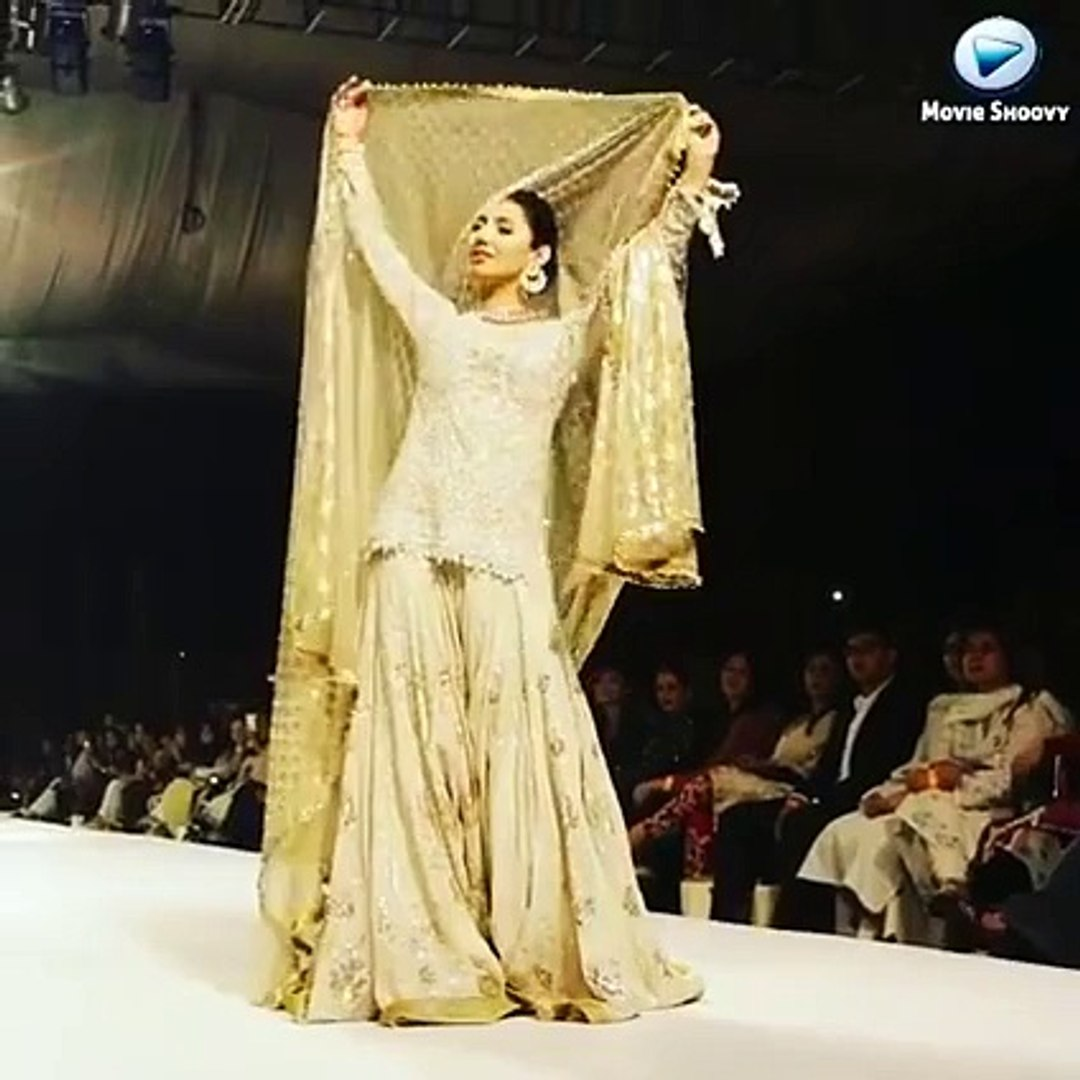 Beautiful Mahira khan on ramp looking beautiful